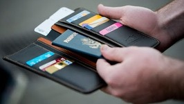 7 Smart Wallets You Can Buy On Amazon
