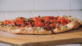 How To Make Bacon Blue Cheese Tomato Pizza