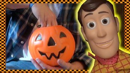 Toy Story 4 - Halloween Stealing Woody And Buzz Lightyears Candy