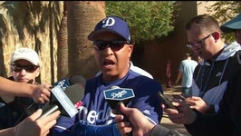 Dodgers Manager Dave Roberts encouraged by Yasmani Grandal's right-handed swing