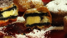 Deep Fried Oreos Stuffed With Bananas