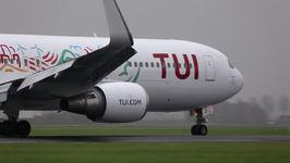 Airplanes at Amsterdam Airport Make Impressive Landings on Rainy Runway