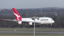Planes Wobble in High Winds While Landing at Melbourne Airport