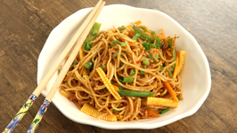 Chilli Garlic Noodles / How To Make Chilli Garlic Hakka Noodles Hakka Noodles Recipe By Bhumika