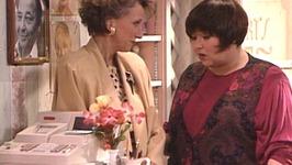 S02 E17 - Hair - Roseanne