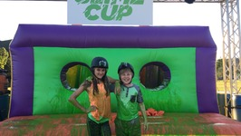 Lizzy Greene And Casey Simpson Go Bts With Nickelodeon's Orange Carpet At The 2016 Slime Cup