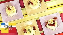 Flan de gorgonzola à la poire, beurre de sauge