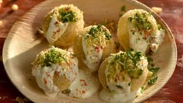 Dahi Puri / Street Style Indian Chaat