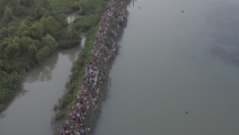 Hundreds of Thousands of Rohingya Ford River Into Bangladesh
