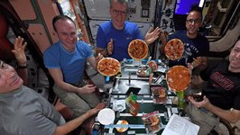 International Space Station Astronauts Make Pizza in Zero Gravity