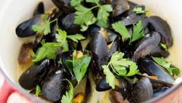 Coconut Green Curry Mussels - 15-Minute Recipe!