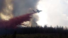 Firefighting Plane Drops Retardant on Keystone Fire