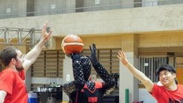 Basketball Team Unveils Free-Throwing Robot With a 100 Shooting Record