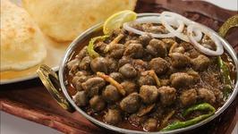 Chole Bhature - Punjabi Restaurant Style - Kabuli Chana Masala