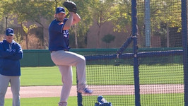 Clayton Kershaw Throws First Live BP Of 2017 Dodgers Spring Training