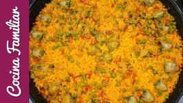 Paella de arroz con magro de cerdo y verduras de temporada