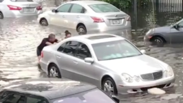 Good Samaritans Help Push Cars Through Flooded Miami Streets