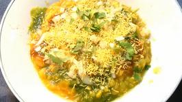 Ragda Patties (Potato Patties Dipped In Peas Curry)