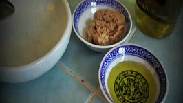 DIY Olive Oil and Brown Sugar Exfoliant