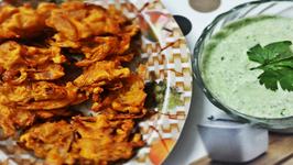 Monsoon Delight - Karare Pyaz ke Pakode (Crispy Onion Fritters)