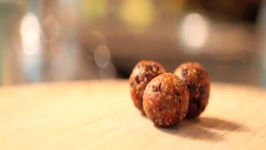 No Bake Vegan Dessert - Fruit Nut & Chocolate Balls - Raw Food