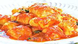 Wegmans Handmade Potato Gnocchi with Seasoned Tomato Sauce
