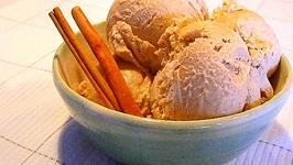 Homemade Cinnamon Ice Cream