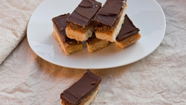 How to Make Millionaire's Shortbread (Caramel and Chocolate Shortbread)