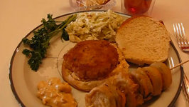 Betty's Crispy Crab Cake Sandwich