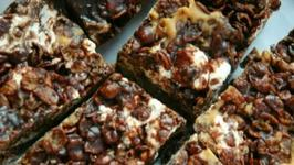 How to Make Chewy Coco Pebble Bars