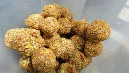 Til Ke Ladoo (Sesame seeds balls)