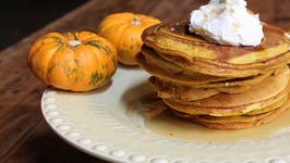 How to make Thanksgiving Pumpkin Pie Pancakes