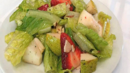 Strawberry Pear Salad - Lynn's