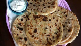 Aloo Gobi Paratha (Flat Bread Stuffed with Potato and Cauliflower)