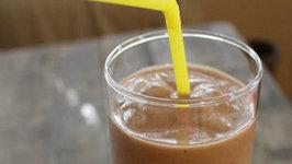 How to Make Banana and Chocolate Milkshake