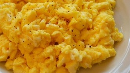 Healthy Scrambled Eggs With Salt And Pepper