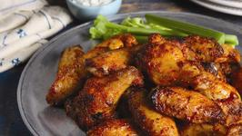 BUFFALEAUX WINGS WITH BLUE CHEESE DIPPING SAUCE