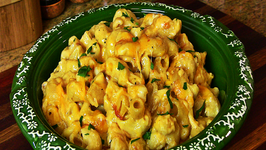 Holiday Series: Cheesy Macaroni and Cheese with Roasted Garlic