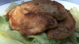 Delicious Pan Fried Chicken with Lettuce