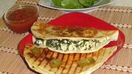Spinach & Cottage Cheese Quesadilla- Palak Paneer Quesadilla