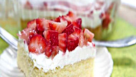 Strawberry Shortcake Bars - Summer Dessert Fav