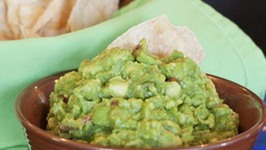 Guacamole and Margaritas for Mexican Snacks