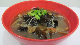 Chinese Mushroom and Rice Noodles Clear Soup
