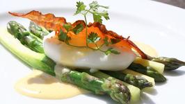 Asparagus, Warm Poached Egg & Hollandaise Sauce