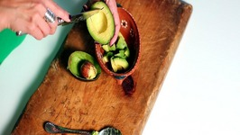 How to Cut and Dice an Avocado