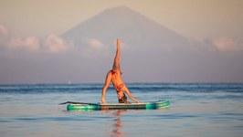 SUP Yoga with Dashama