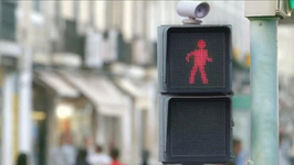Dancing Traffic Light Has Pedestrians Smiling, Staying Out of Traffic