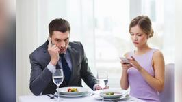 Restaurant Offers Discount For No Phone Dining