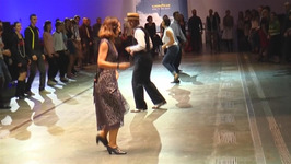 Vintage lovers dance their way back to the 1940s