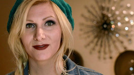 3 Fashionable Ways to Wear Your Hair in a Beanie